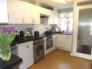 2 Bedrooms Terraced House for sale in Meadvale, Horsham, West Sussex