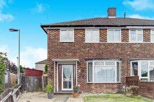 3 Bedrooms Semi Detached House for sale in Elmdene Close, Beckenham, Kent, .
