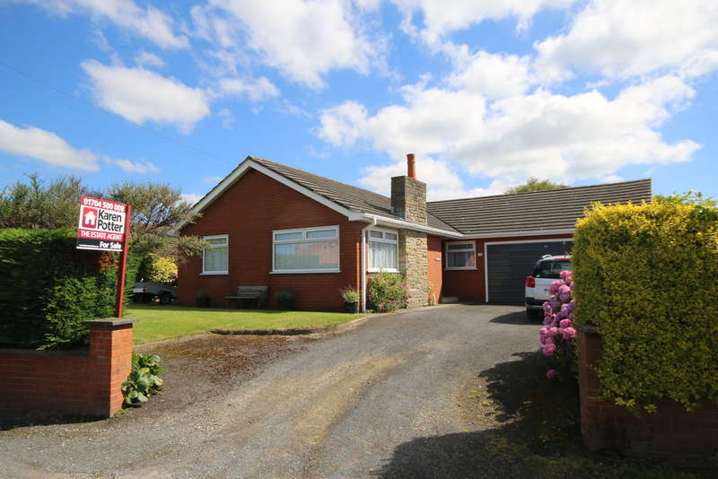 3 Bedrooms Detached Bungalow for sale in Hares Lane, Southport