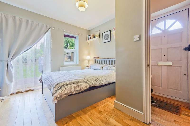 2 Bedrooms Flat for sale in Hither Green Lane, London SE13