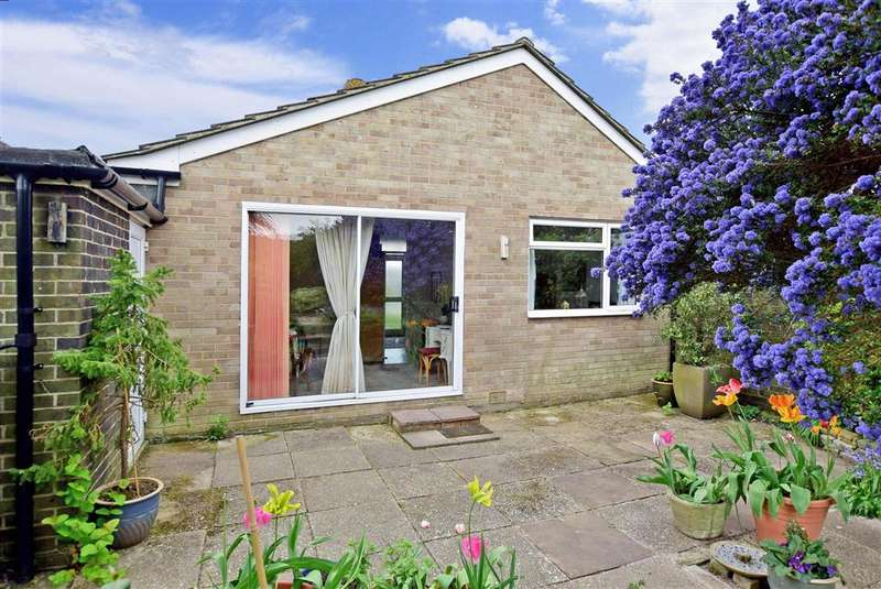 2 Bedrooms Bungalow for sale in Muirfield Road, Worthing, West Sussex