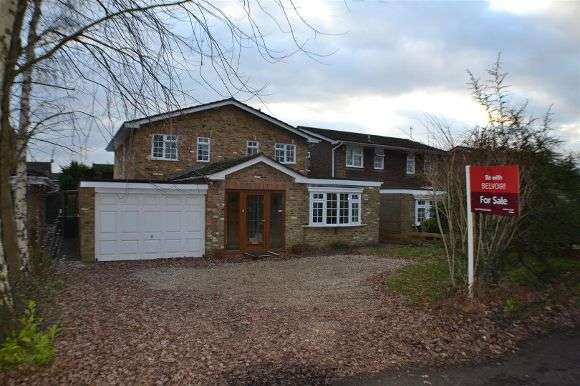 4 Bedrooms Detached House for sale in Silchester Road, Pamber Heath, Tadley