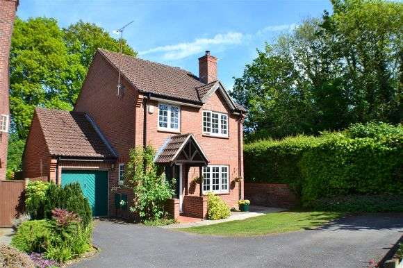 4 Bedrooms Detached House for sale in Hawkley Drive, Tadley