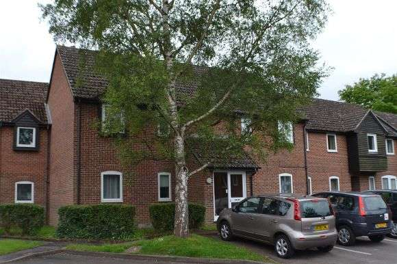 2 Bedrooms Flat for sale in Eeklo Place, Newbury