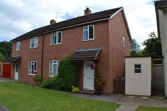 3 Bedrooms Semi Detached House for sale in Burnham Road, Tadley