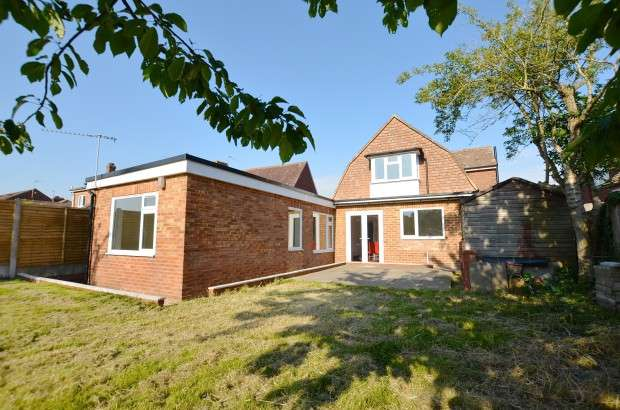 3 Bedrooms Detached House for sale in Cherry Tree Cottage Potmans Lane, Bexhill-on-Sea, TN39