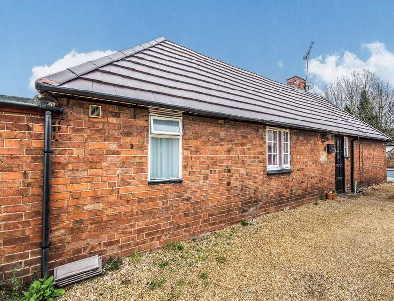 2 Bedrooms Detached Bungalow for sale in Brinklow Road, Binley, Coventry, CV3