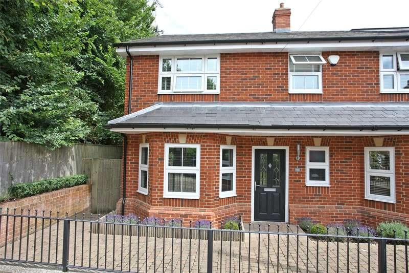 3 Bedrooms Semi Detached House for sale in Wykeham Road, Farnham, Surrey, GU9