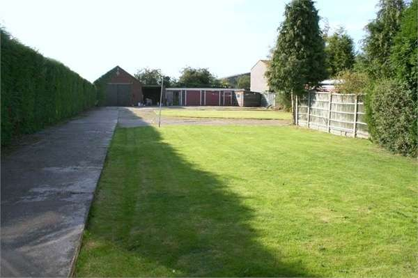 4 Bedrooms Detached House for sale in Nutts Lane, Hinckley, Leicestershire