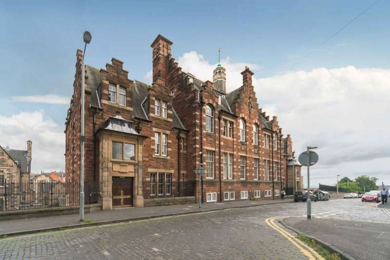 2 Bedrooms Flat for sale in Drummond Street, Edinburgh, EH8 9TT