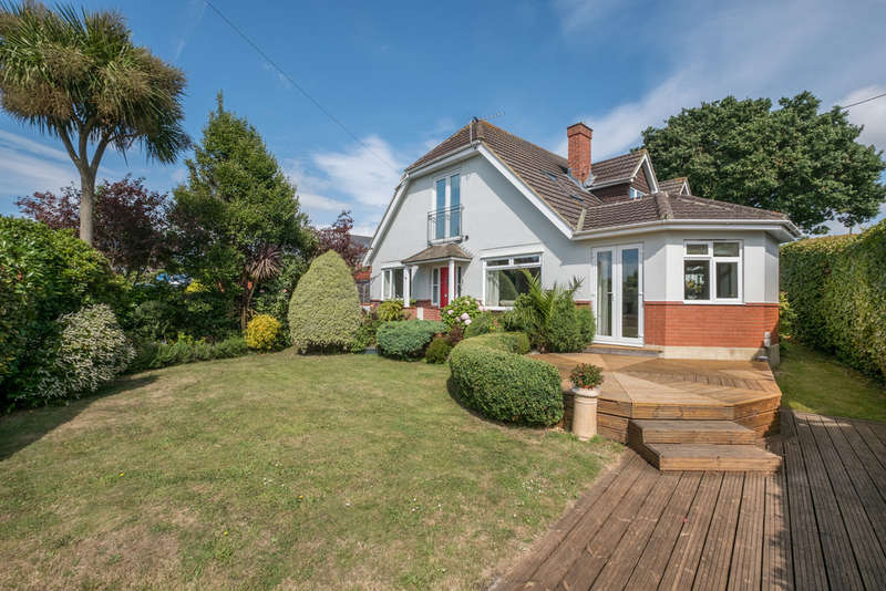 5 Bedrooms Detached House for sale in Gurnard, Isle Of Wight