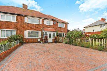 5 Bedrooms Semi Detached House for sale in St. Leonards Road East, Lytham, St.Annes, United Kingdom, FY8