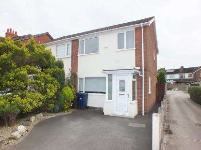 3 Bedrooms Semi Detached House for sale in Dunkirk Lane, Leyland