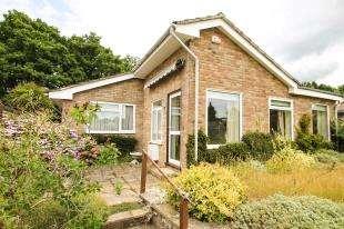 3 Bedrooms Bungalow for sale in The Fairway, Midhurst, West Sussex