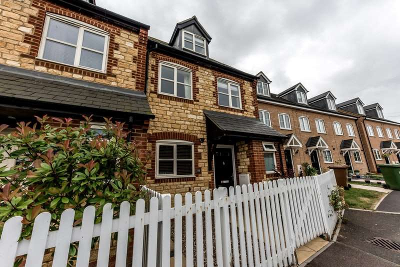 3 Bedrooms End Of Terrace House for sale in Easton Lane, Bozeat, Northamptonshire, NN29