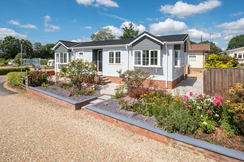 2 Bedrooms House for sale in 2 bedroom House Detached in Whitegate