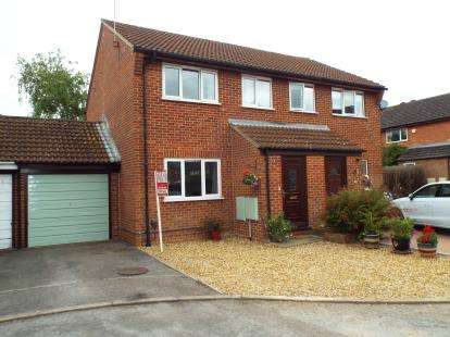 3 Bedrooms Semi Detached House for sale in Beverley Gardens, Bicester, Oxfordshire, Oxon