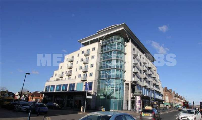 3 Bedrooms Flat for sale in Centurion House, Station Road, Edgware, Greater London. HA8 7JQ