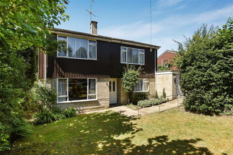 4 Bedrooms Detached House for sale in Heatherley Road, Camberley