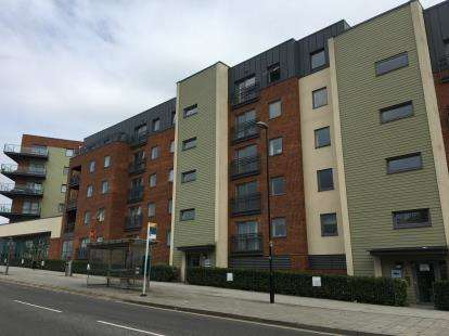 2 Bedrooms Flat for sale in John Thornycroft Road, Woolston, Southampton