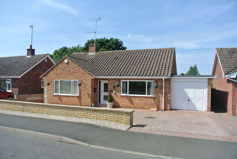 2 Bedrooms Detached Bungalow for sale in Nogains, Pershore