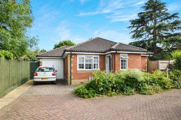 2 Bedrooms Bungalow for sale in The Street, Ewhurst, Cranleigh