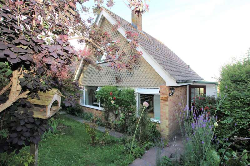 3 Bedrooms House for sale in Den Hill, Eastbourne, BN20 8SZ