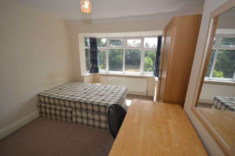 4 Bedrooms Semi Detached House for rent in Erleigh Court Gardens, Reading, Berkshire, RG6 1EH