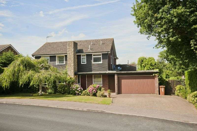 4 Bedrooms Detached House for sale in Ross Way, Northwood