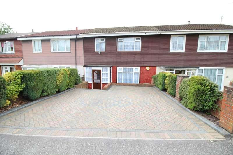 3 Bedrooms Property for sale in Newbolt Road, Portsmouth, PO6