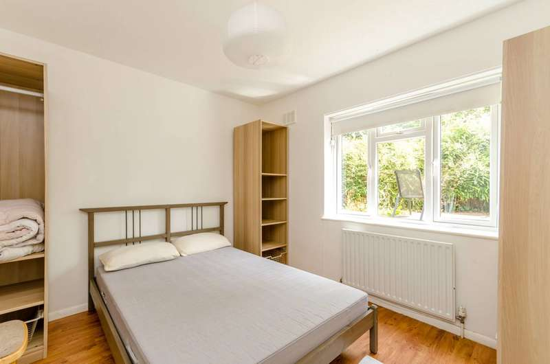 2 Bedrooms Maisonette Flat for sale in Grange Road, Crystal Palace, SE19