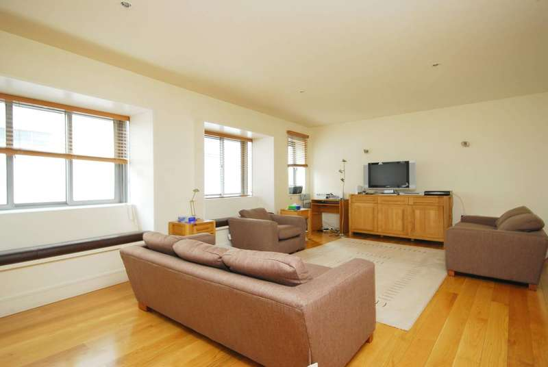 2 Bedrooms Flat for sale in Curzon Square, Mayfair, W1J