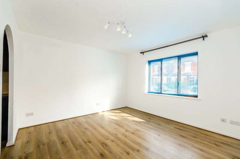 1 Bedroom Flat for sale in Beaminster Court, Tottenham, N15