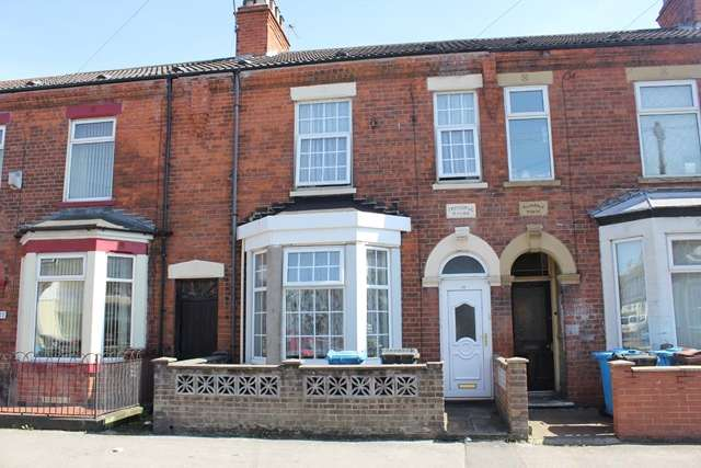3 Bedrooms Terraced House for sale in 29 Cholmley Street, Hull HU3 3DL. Spacious three-bedroom mid terrace property.