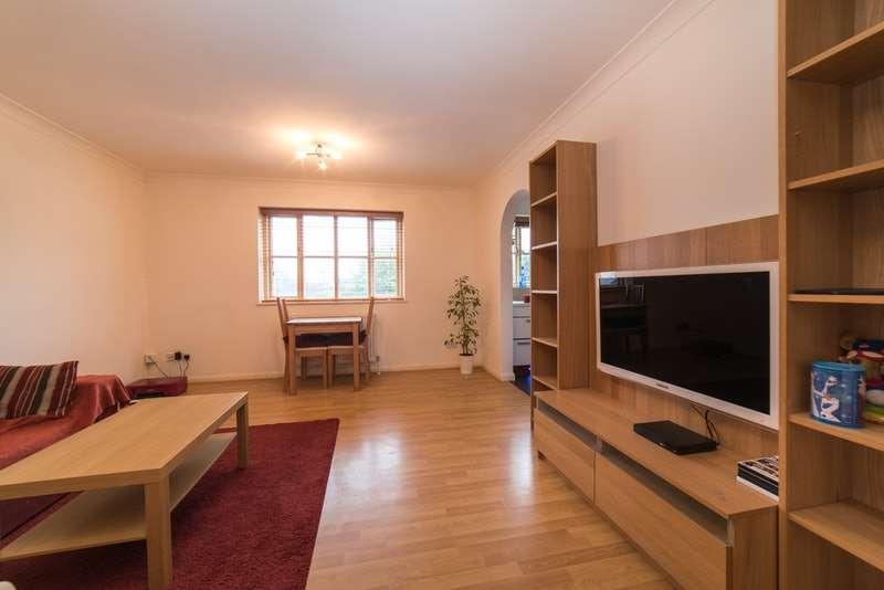 2 Bedrooms Flat for sale in Barrowell Green, London, London, N21
