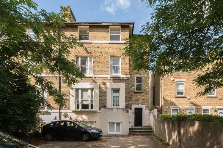 2 Bedrooms Flat for sale in Eltham Road Lee SE12