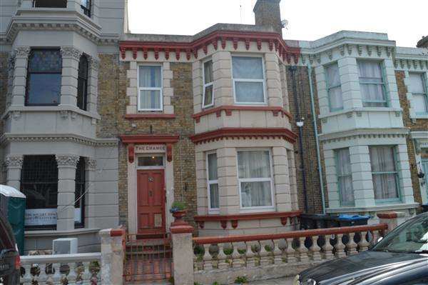 7 Bedrooms End Of Terrace House for sale in Arthur Road, Margate