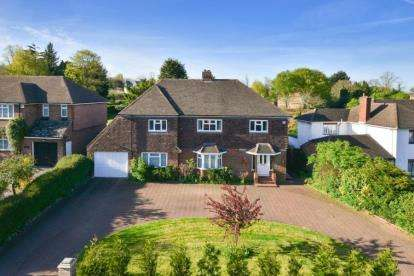 4 Bedrooms Detached House for sale in Golf Road, Bromley