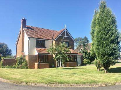 5 Bedrooms Detached House for sale in Langbaurgh Road, Hutton Rudby, Yarm, North Yorkshire