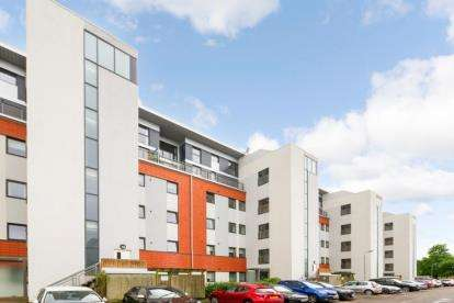 3 Bedrooms Flat for sale in Jackson Place, Bearsden