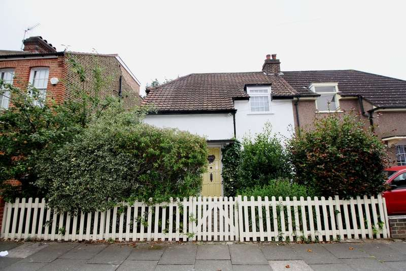 2 Bedrooms Semi Detached House for sale in Godwin Road, Bromley