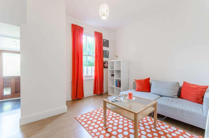 1 Bedroom Flat for sale in Addison Road, Walthamstow Village, E17