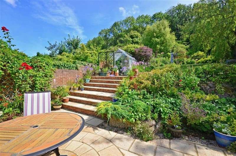 4 Bedrooms Bungalow for sale in Cowper Road, Dover, Kent