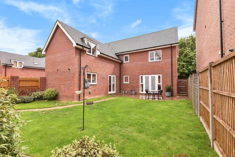 4 Bedrooms Detached House for sale in Messner Street, Everest Park, Basingstoke, RG24