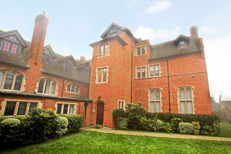 4 Bedrooms Apartment Flat for rent in Abbey Gardens, Upper Woolhampton, Reading, Berkshire, RG7