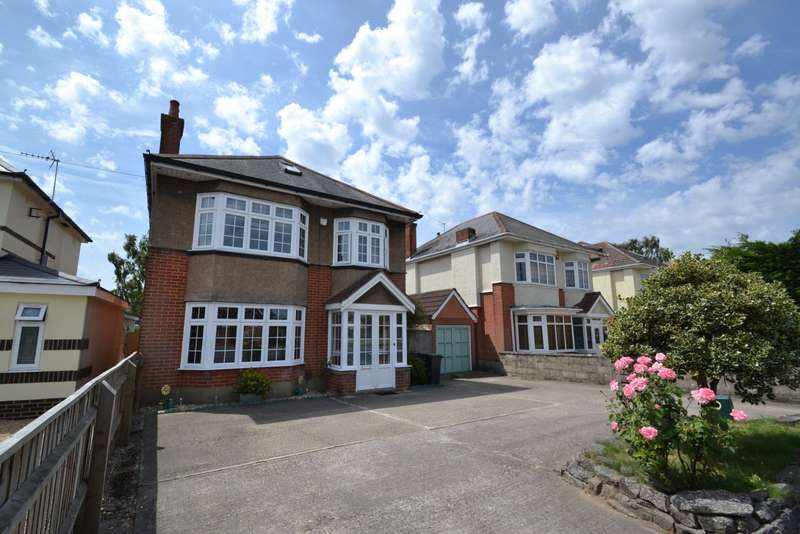 4 Bedrooms Detached House for sale in Castle Lane West