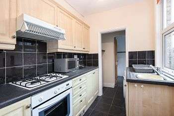 2 Bedrooms Terraced House for sale in Queen Victoria Street, South Bank, York, YO23