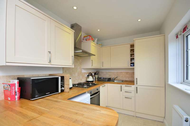 2 Bedrooms Flat for sale in Madrid Road, Guildford, GU2