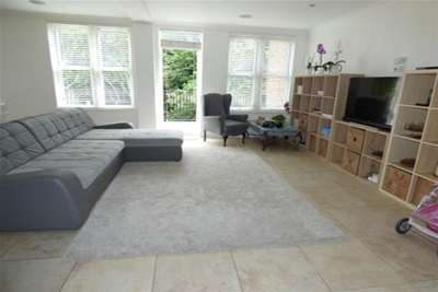 3 Bedrooms Flat for rent in The Palm, Ibbotsons Lane, L17