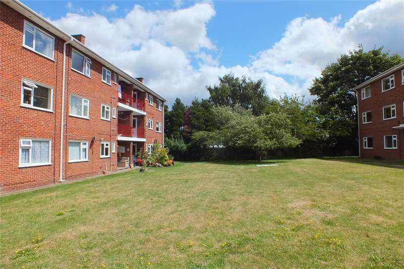 3 Bedrooms Flat for sale in Briarleas Court, Morris Road, Farnborough, Hampshire, GU14